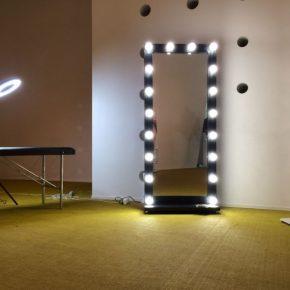 Зеркало с лампочками своими руками: пошаговое описание как сделать гримерное зеркало (130 фото)
